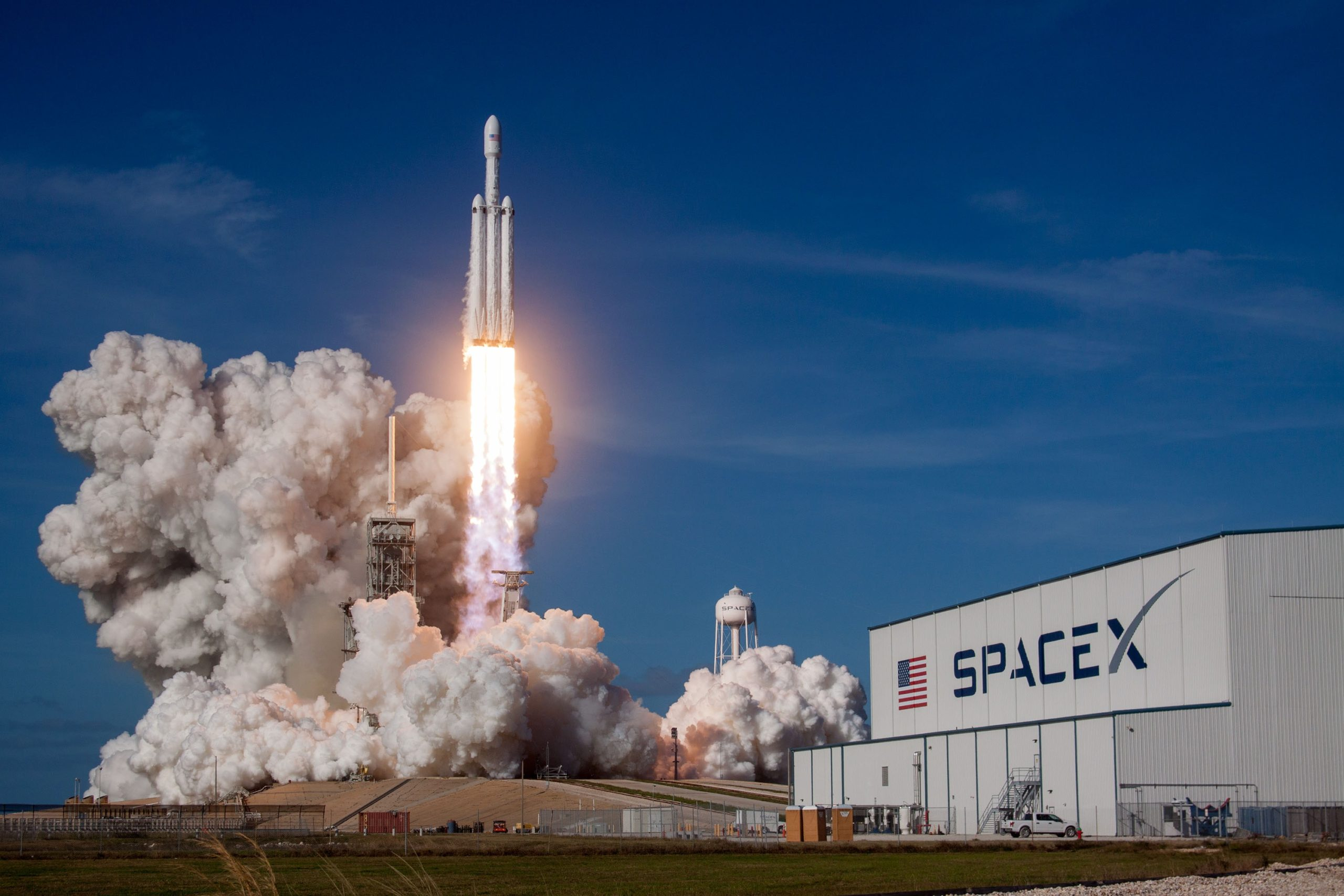 10 YouTubers To Follow To Get The Latest SpaceX News